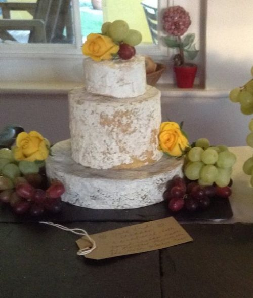 Cheese wedding cake gabi