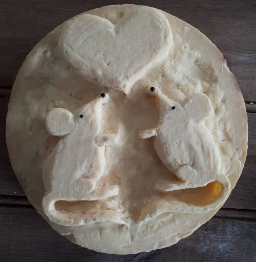 Mouse cheese carving