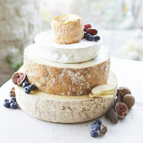 Topaz cheese wedding cake